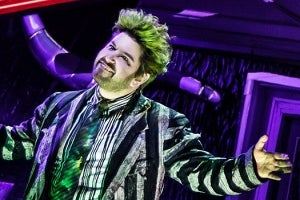 Review Of Beetlejuice Starring Alex Brightman On Broadway Newyorktheaterguide Com