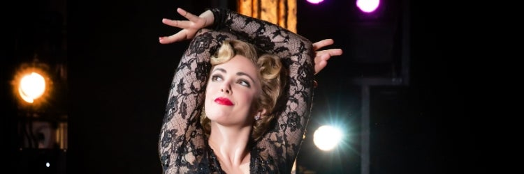 Desi Oakley as Roxie Hart